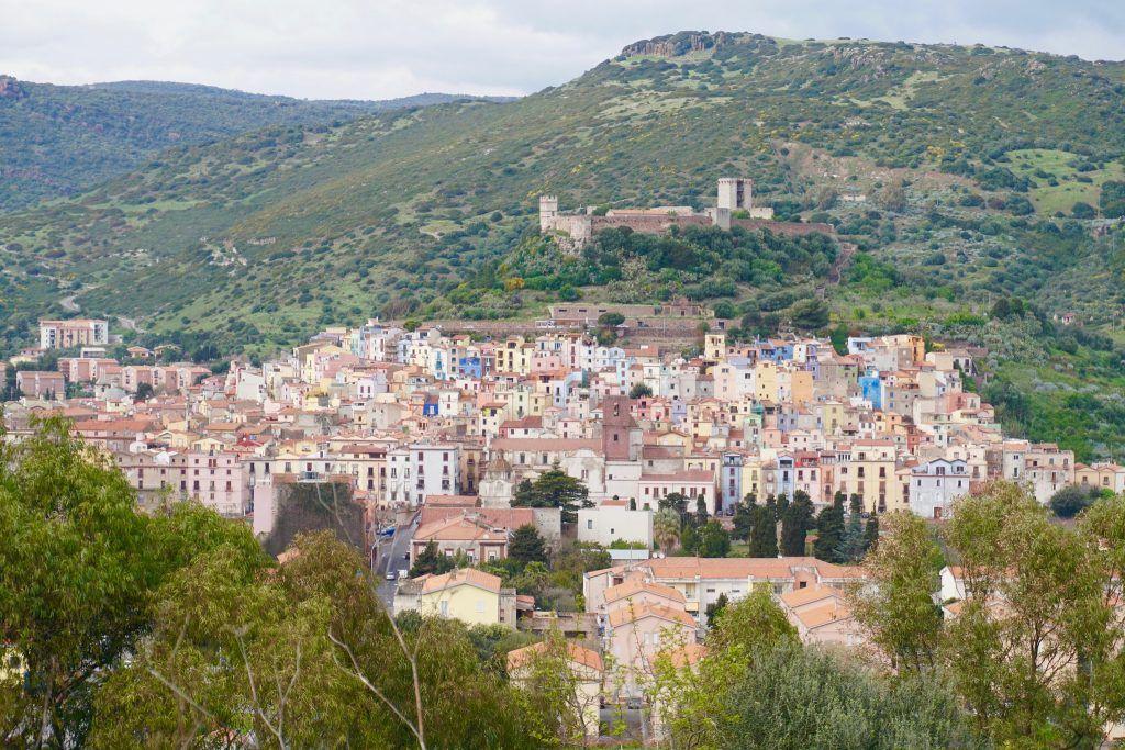 Das idyllische Städtchen Bosa gilt als einer der schönsten Orte Sardiniens. Foto: Sascha Tegtmeyer