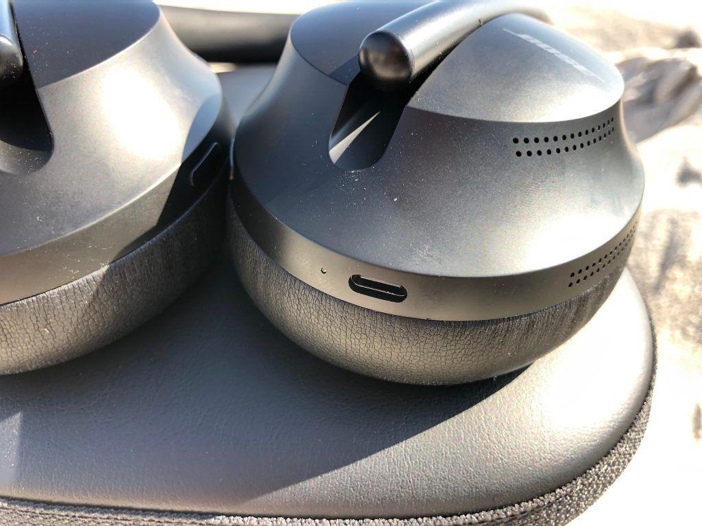 Für Freunde des aktuellen USB C Anschlusses ein Hochgenuss – der Kopfhörer hat nun auch den modernen Anschluss und kann beispielsweise mit dem Mac-Computer-Ladekabel aufgeladen werden.