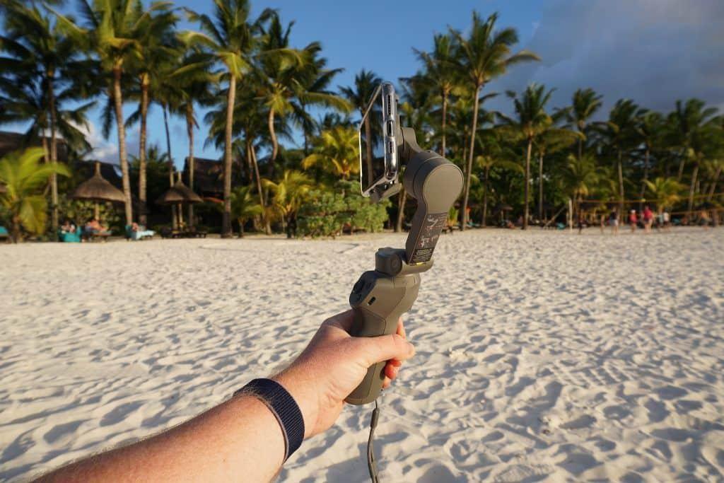 Der Drei-Achsen-Stabilisator hält Smartphones bis zu einem Gewicht von 230 Gramm stabil in Position. Foto: Sascha Tegtmeyer