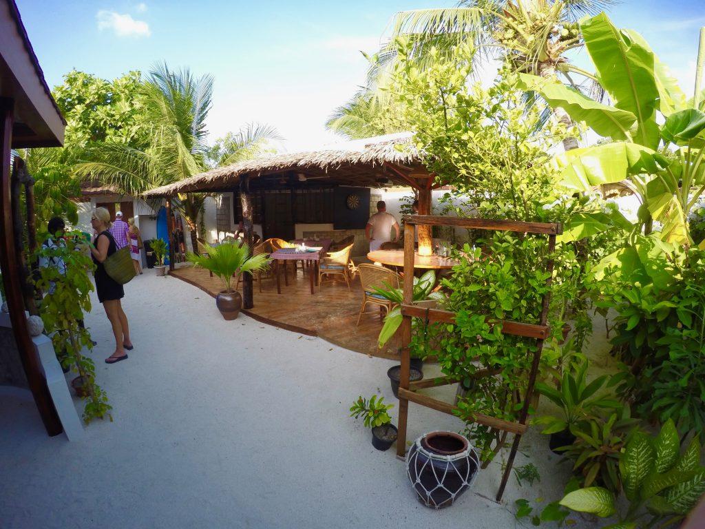 Urlaub wie bei Robinson: Malediven Gästehäuser sind urig und bieten weit weniger Komfort als ein Luxusresort.