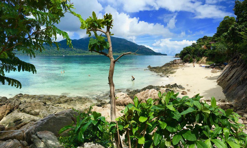 Im Süden von Thailand finden die meisten Aktivitäten an oder im Wasser statt: Schnapp Dir ein Kayak und fahr zur Nachbarinsel, geh schnorcheln oder mach dein Schwimmtraining – Action und Erholung sind garantiert! Foto: Sascha Tegtmeyer