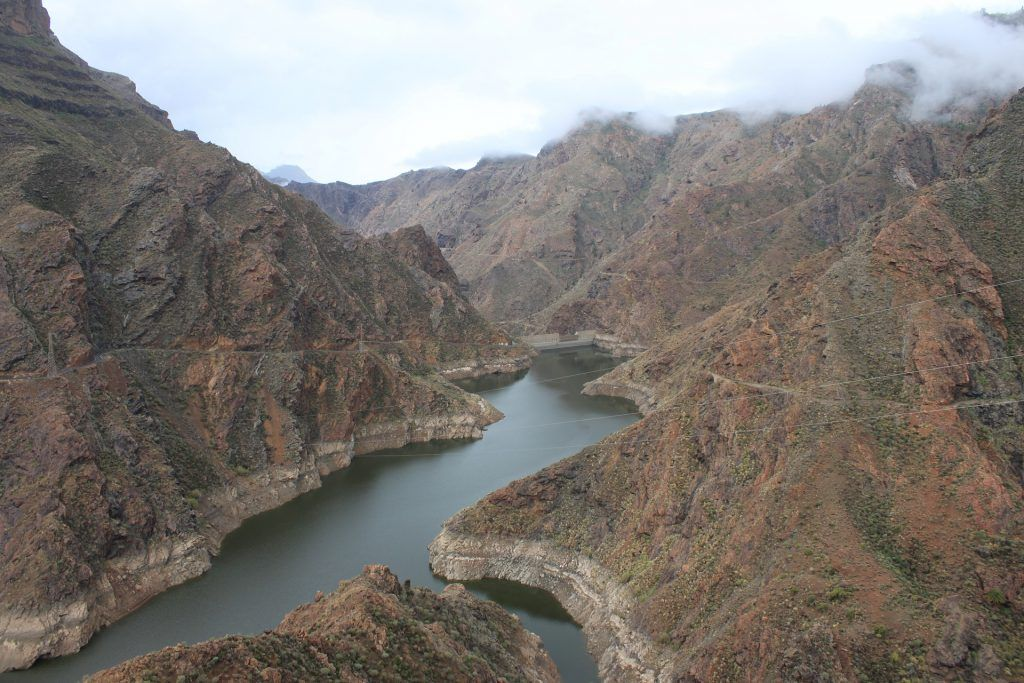 Gut versteckt in den Bergen: der Stausee auf Gran Canaria. Foto: Pixabay