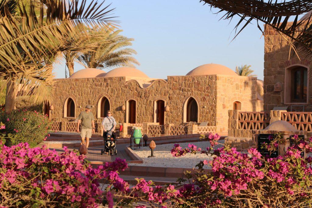 Das Mövenpick Resort in El Quseir gehört zu besten Hotels für Taucher am Roten Meer. Foto: Sascha Tegtmeyer