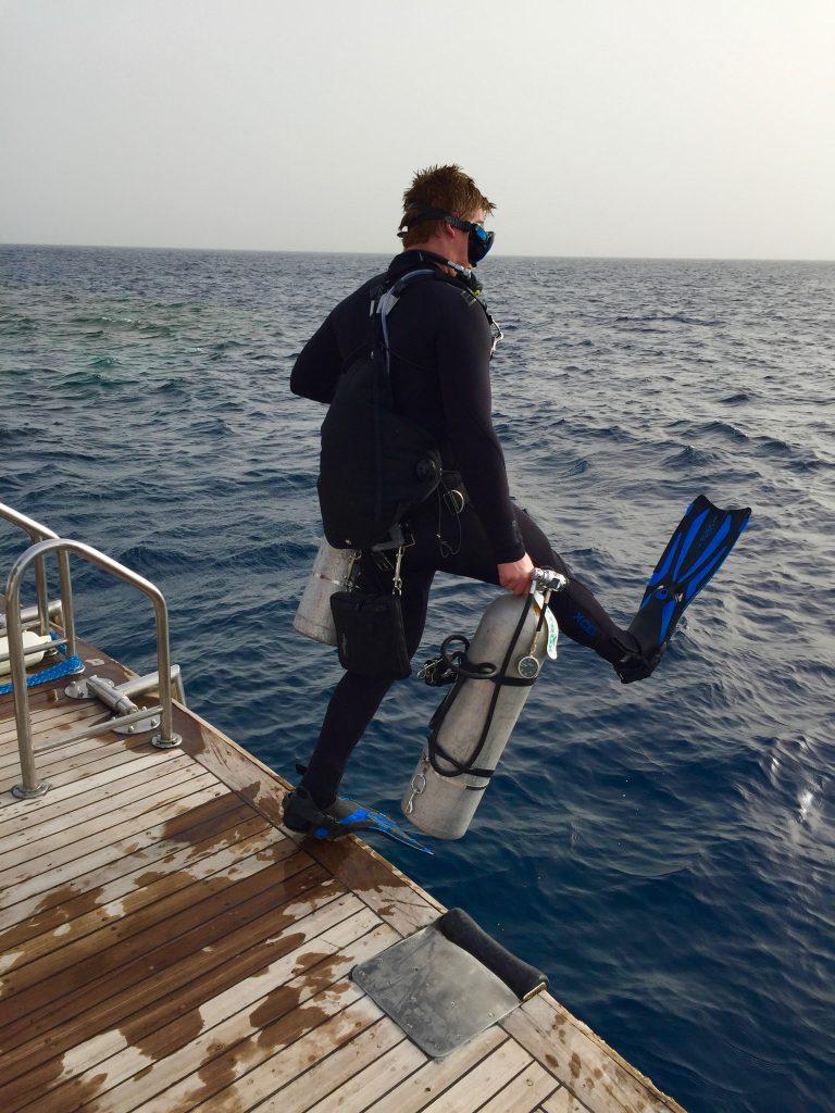 Wer Sidemount taucht und mit zwei Flaschen ins Wasser geht, hat einige Vorteile!