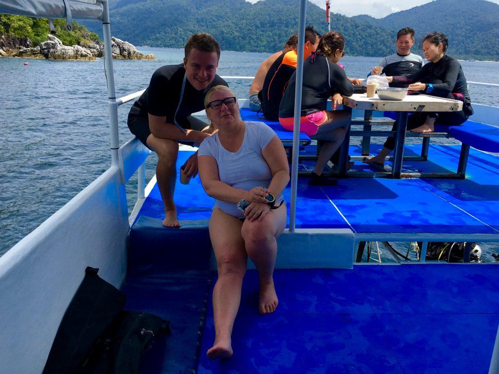 Auf dem Tagesboot der Ocean Pro Divers geht es entspannt zu. Foto: Sascha Tegtmeyer