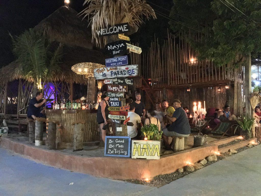 Maya Bar auf Koh Lipe: Hier kann man ausgelassen feiern. Foto: Sascha Tegtmeyer