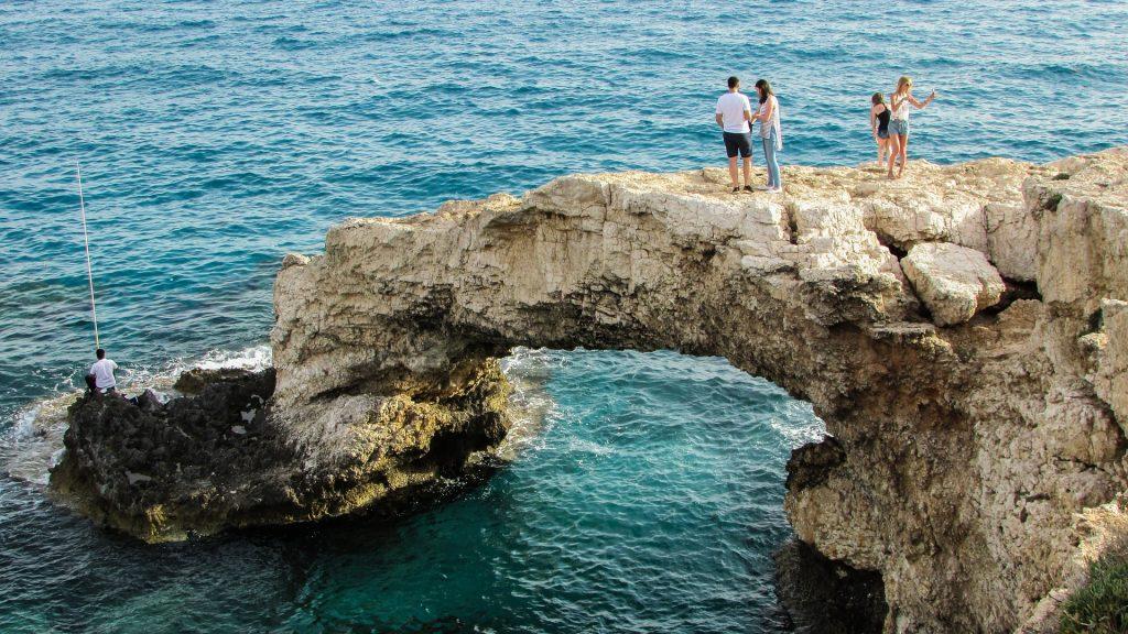 Eines der wichtigsten Touri-Ziele ist diese natürliche Brücke im Osten der Insel. Foto: Pixabay