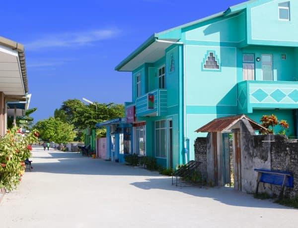 Was einem auf der Malediven-Einheimischeninsel direkt auffällt: alles ist so schön bunt. Foto: Sascha Tegtmeyer Tauchen Einheimischeninsel Malediven Guesthouse Gästehaus