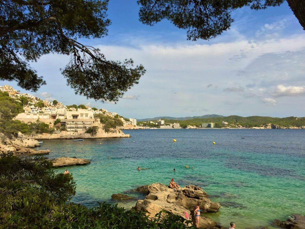 So schön ist Mallorca: Die Bucht von Cala Fornells gehört zu den schönsten Buchten auf Mallorca. Foto: Sascha Tegtmeyer