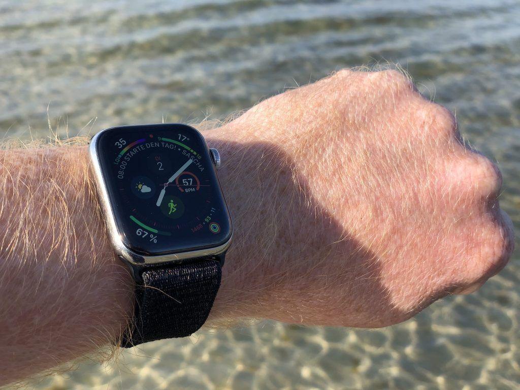 Bevor es mit der Apple Watch ins Salzwasser geht, solltet Ihr die digitale Krone sperren. Foto: Sascha Tegtmeyer