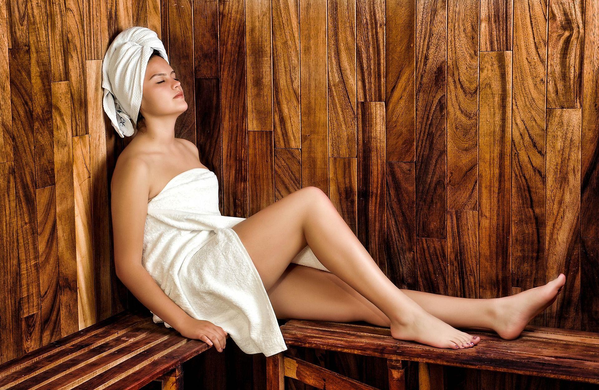 Entspannen in der Sauna: Die Apple Watch hat praktische Funktionen, die den gesundheitsbewussten Saunagänger unterstützen. Foto: Pixabay
