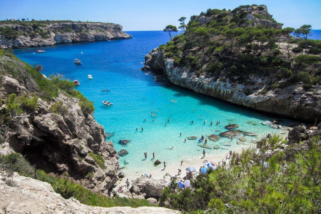 Strand auf Mallorca: Auch im Herbst häufig noch gut zum Sonnen und Baden gehen geeignet! Foto: Pixabay