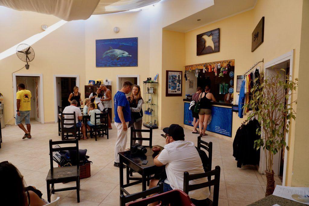 Ordentlich was los in der Extra Divers Tauchbasis Makadi Bay. Foto: Sascha Tegtmeyer