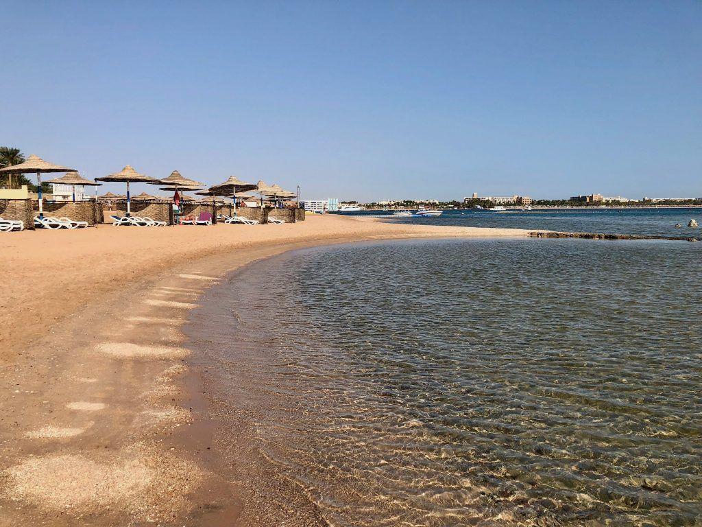 Lädt zum Baden und Sonnen ein: Der Strand in Makadi Bay kann sich sehen lassen! Foto: Sascha Tegtmeyer
