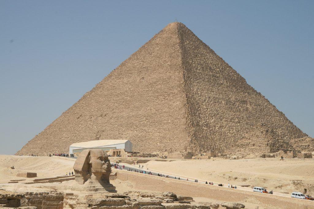 Kulturelles Denkmal der Menschheit: Die Pyramiden von Gizeh befinden sich am Stadtrand von Kairo und sind ganz sicher einen Ausflug wert! Foto: Sascha Tegtmeyer