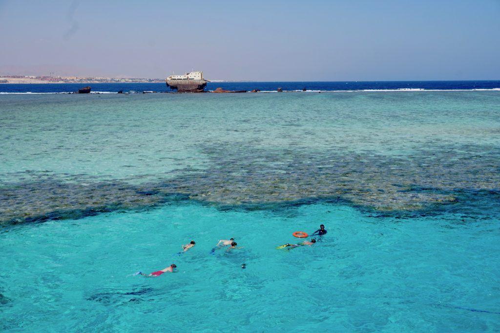 Ab ans Riff: Wer nach Ägypten reist, sollte sich als Taucher, Schnorchler oder Schwimmer ins Wasser begeben! Foto: Sascha Tegtmeyer