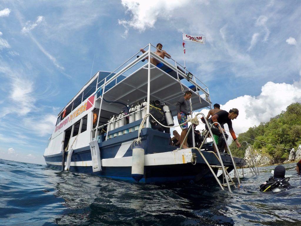 Das Tauchboot der Ocean Pro Divers ist eines der größten und schönsten auf Koh Lipe. Foto: Sascha Tegtmeyer