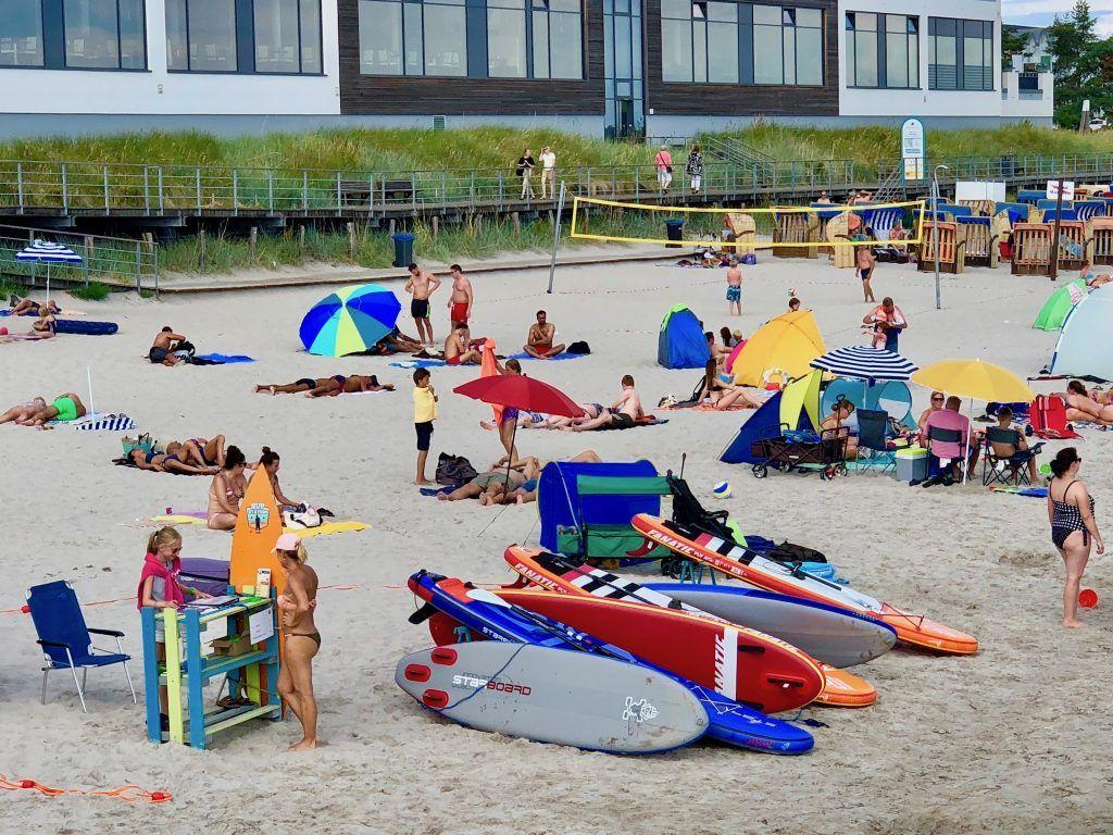 SUP in der Lübecker Bucht: Allein in Scharbeutz gibt es mehrere Vermietungen für Stand Up Paddle Boards. Weitere befinden sich in Haffkrug, Sierksdorf, Timmendorfer Strand und Niendorf/Ostsee. Foto: Sascha Tegtmeyer