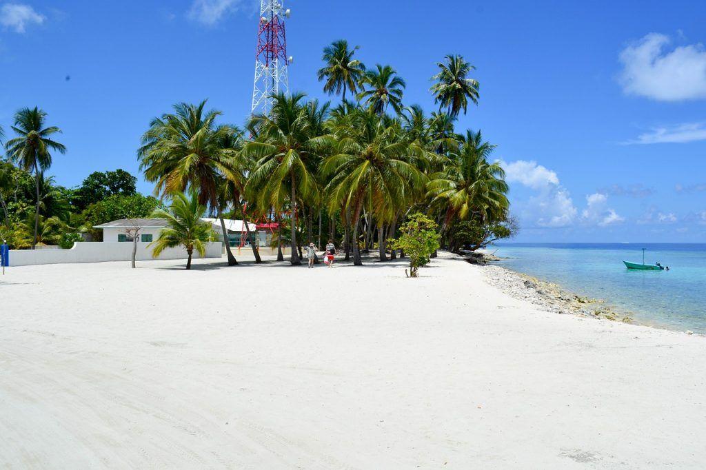 Die Einheimischeninseln auf den Malediven sind deutlich weniger luxuriös als die Resort-Inseln. Foto: Pixabay