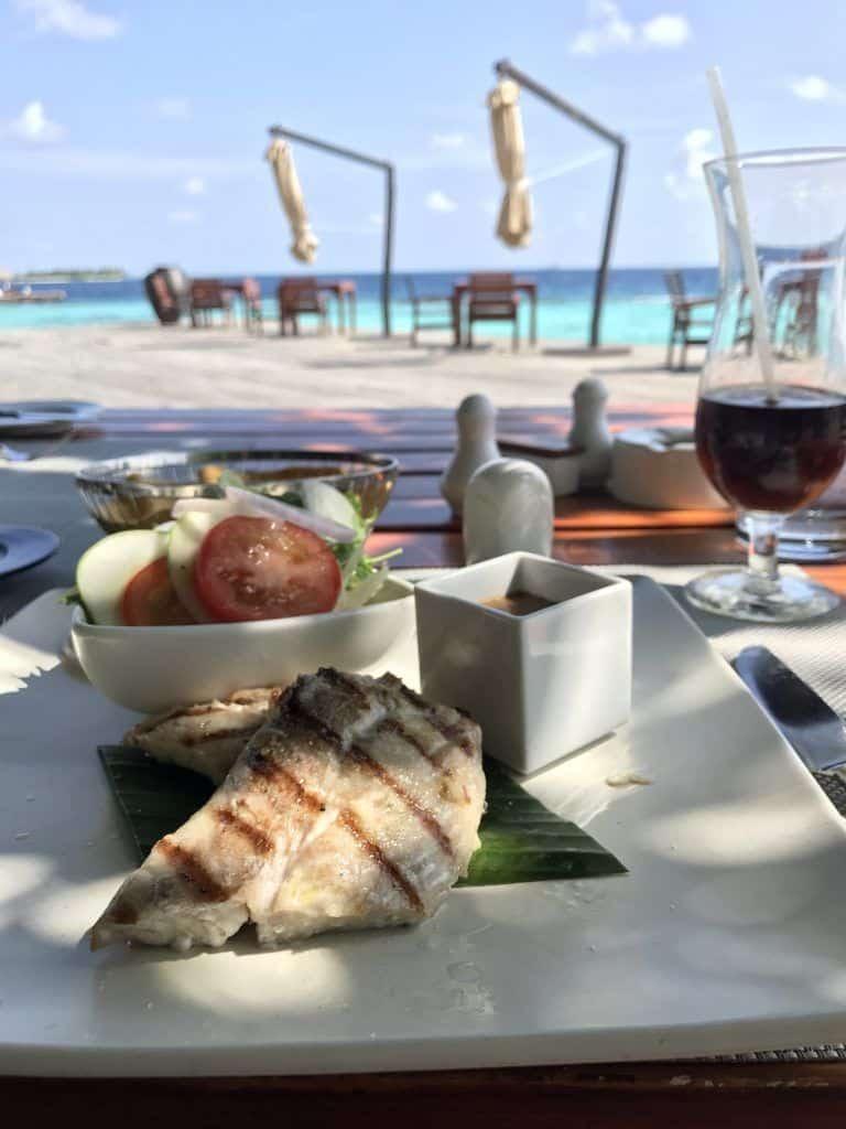Beim Essen kann man sich auf Coco Bodu Hithi nach Strich und Faden verwöhnen lassen. Foto: Sascha Tegtmeyer