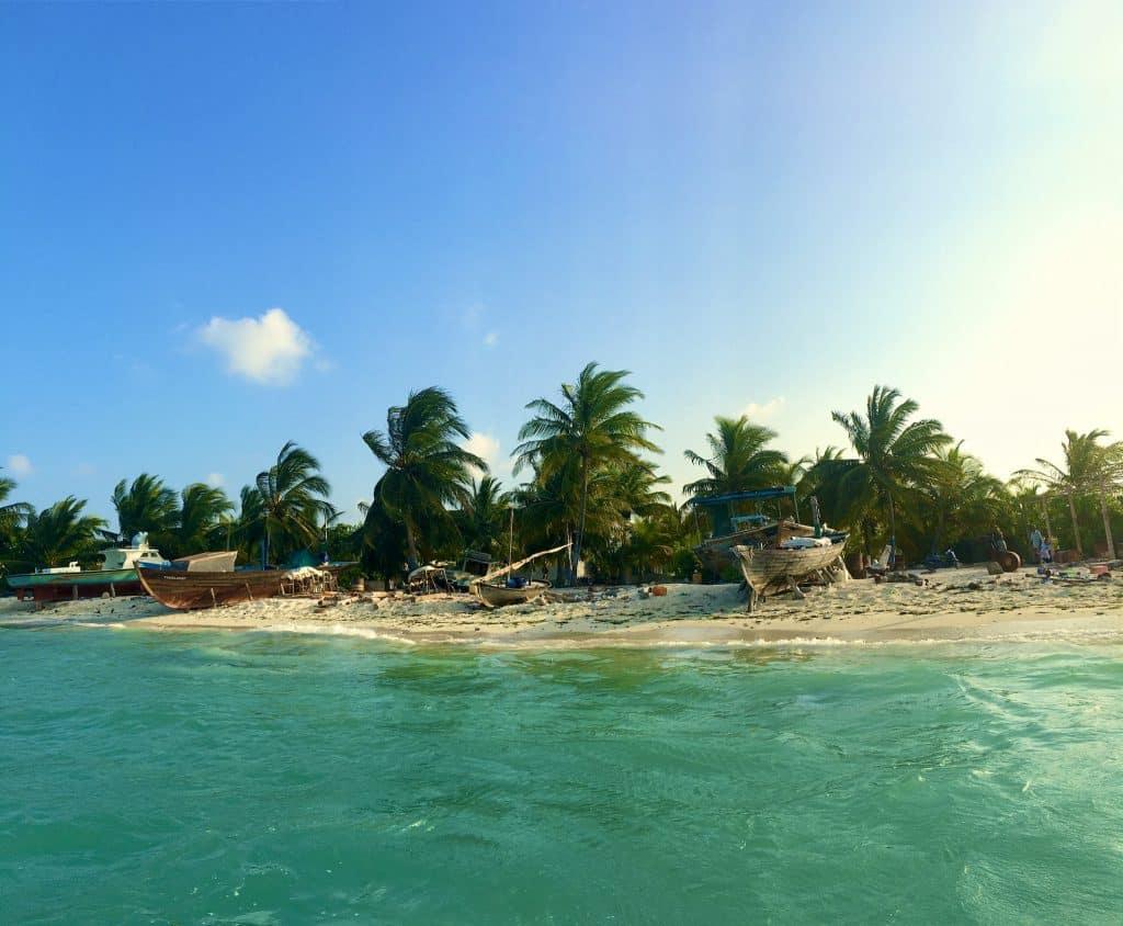 Während auf den Resortinseln purer Luxus herrscht, geht es auf den Malediven Einheimischeninseln etwas rustikaler zu. Foto: Sascha Tegtmeyer