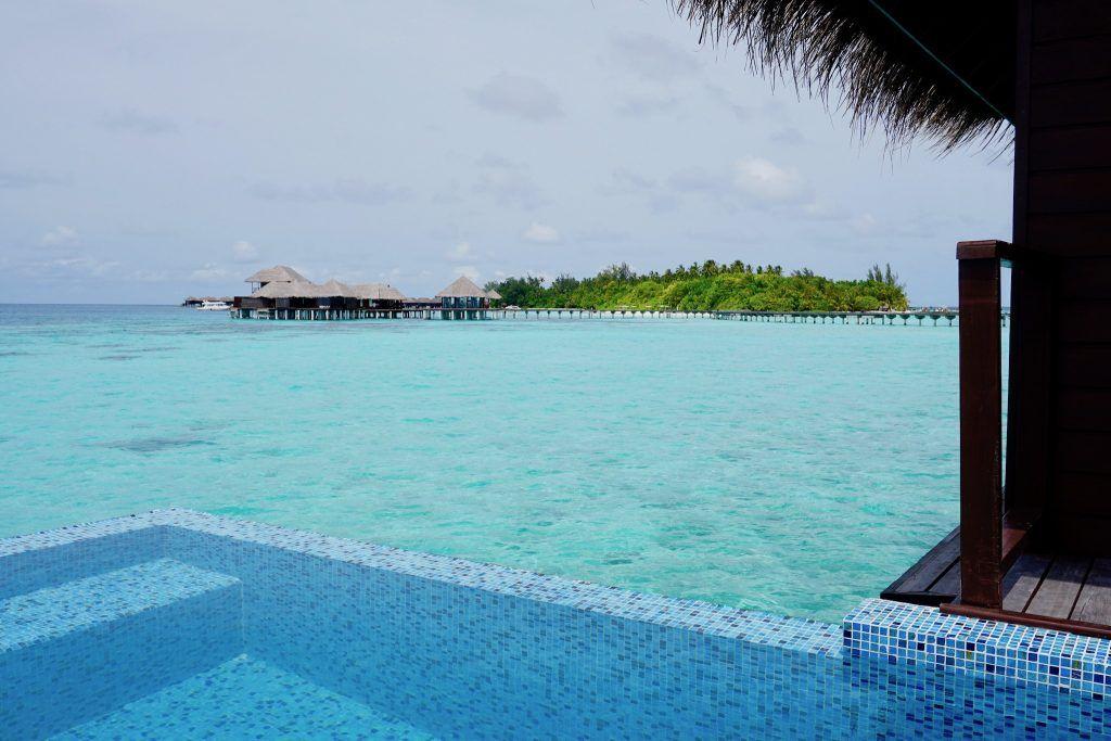 Die eigene Wanderlust kann man auch ganz wunderbar beim Relaxen auf einer Malediven-Insel ausleben. Foto: Sascha Tegtmeyer