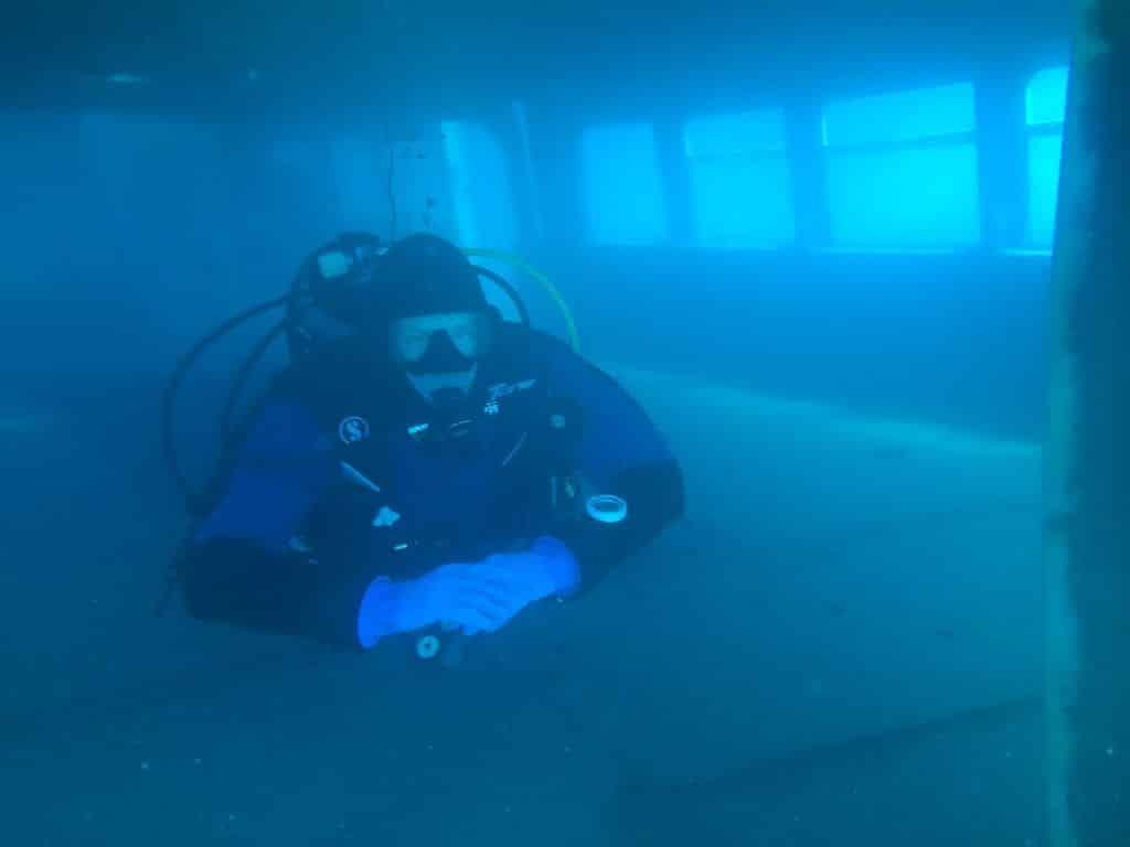 Wer auf 40 Meter tauchen möchte, benötigt ein robustes Unterwassergehäuse für iPhone X. (Die Aufnahme wurde mit einem iPhone gemacht)