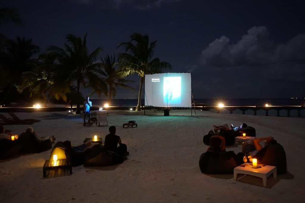 Vortrag von Herbert Nitsch auf den Malediven. Foto: Sascha Tegtmeyer