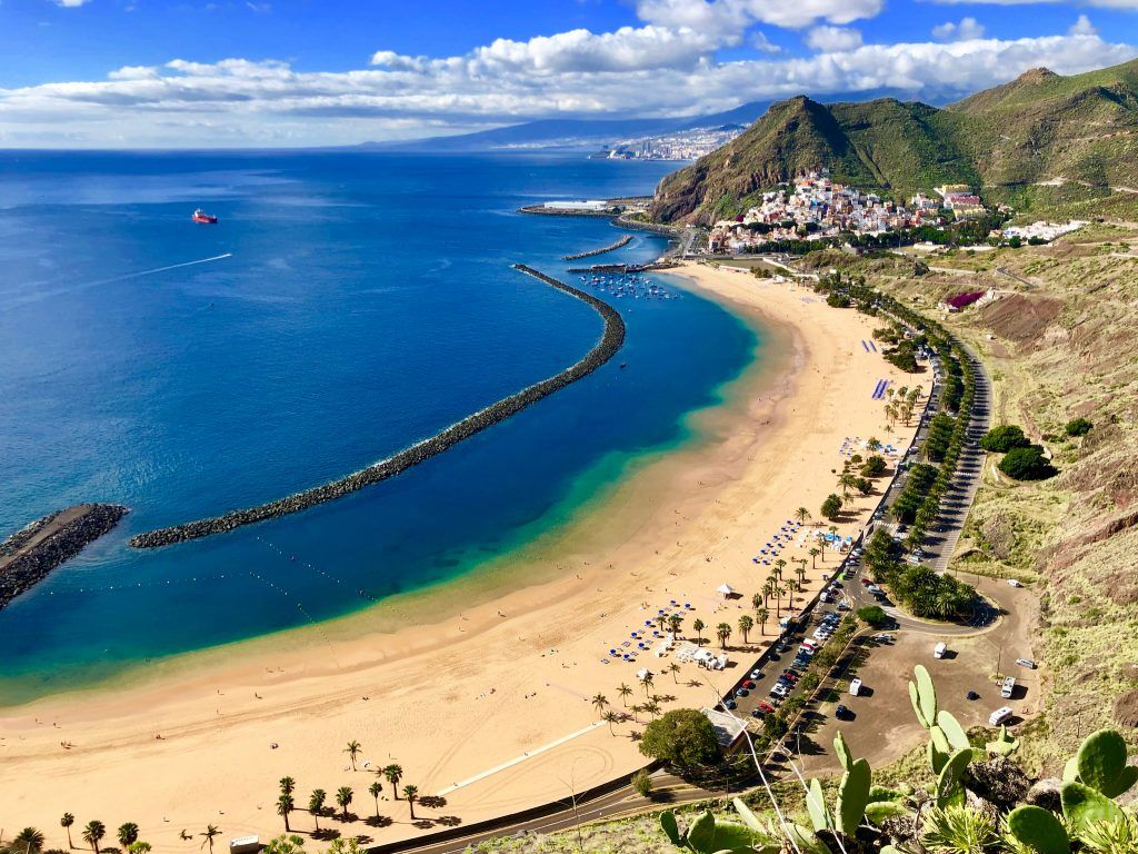 Der Strand Playa de las Teresitas ist unserer Meinung nach der schönste auf Teneriffa – hier solltet Ihr einen kompletten Badetag einplanen. Foto: Sascha Tegtmeyer