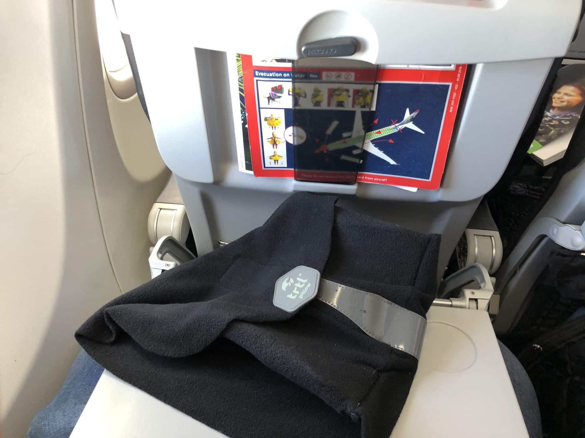 Das Reise-Nackenkissen ist so kompakt, dass es problemlos in jedes kleine Handgepäckstück passt. Foto: Sascha Tegtmeyer