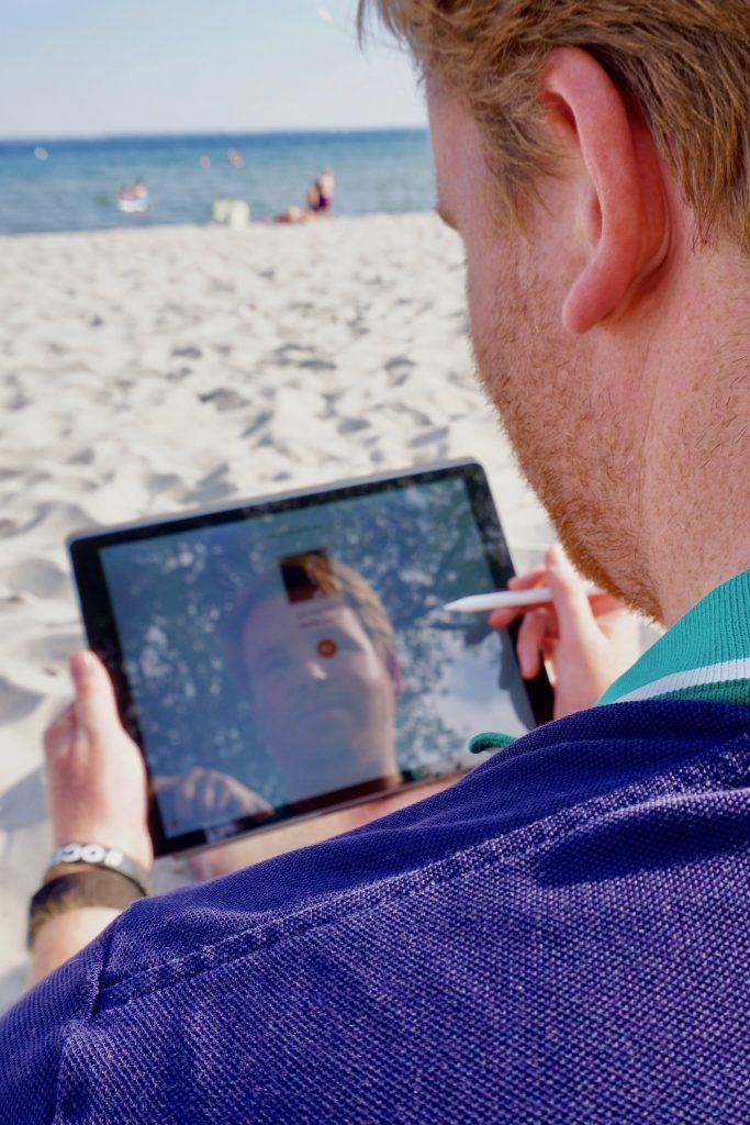 iPad Pro auf Reisen im Test: Wenn einem am Strand die besten Ideen kommen, sollte man mit dem Aufschreiben nicht lange warten. Foto: Luisa Praetorius