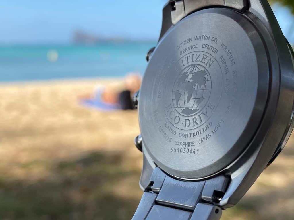 Die Citizen Herren-Funkuhr Eco-Drive Titanium CB5020-87L kann in mehreren Weltregionen als Funkuhr genutzt werden. Foto: Sascha Tegtmeyer