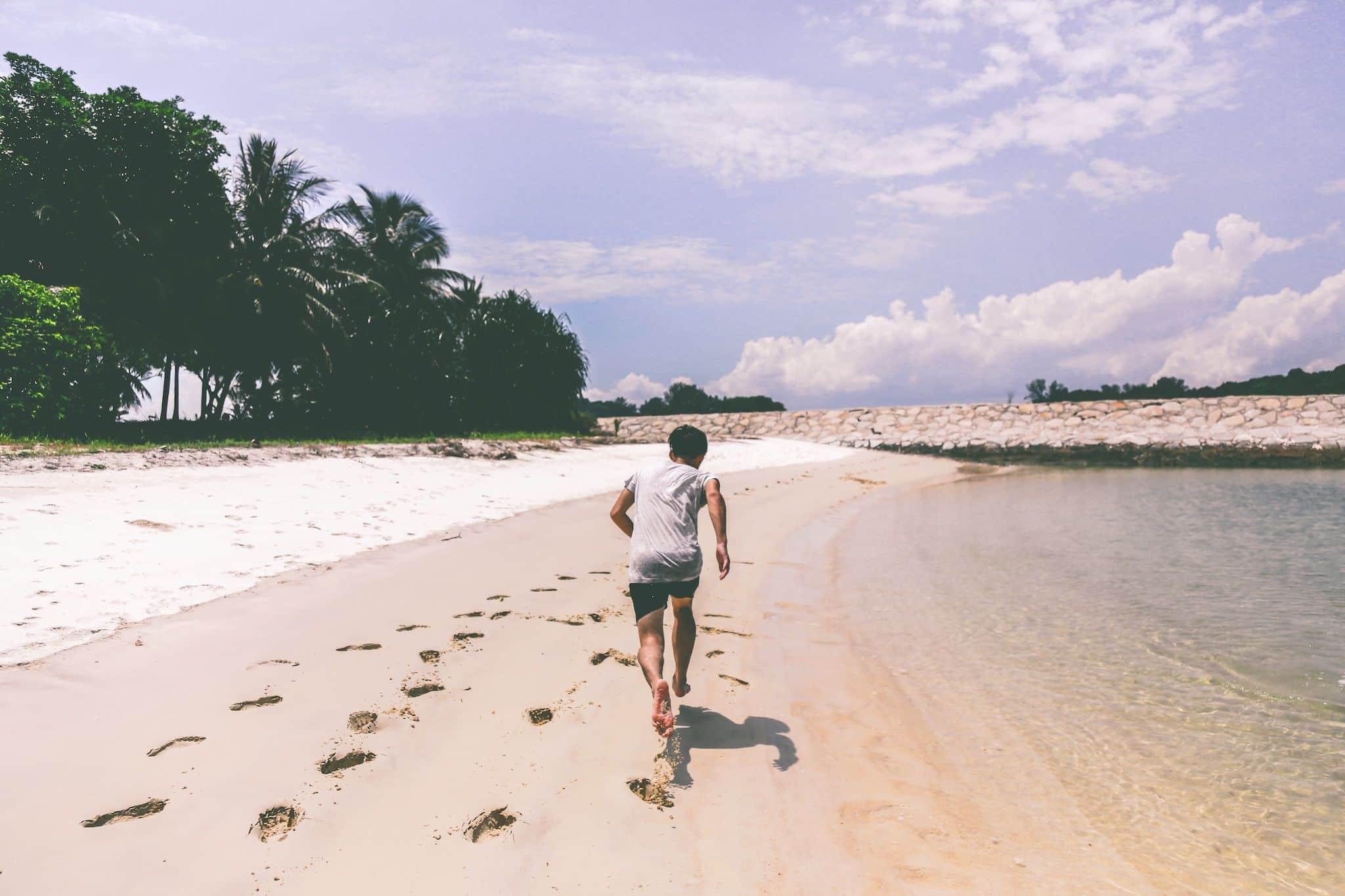 Joggen am Strand: Wir geben Euch viele Tipps und Tricks für den perfekten Strandlauf. Foto: Unsplash