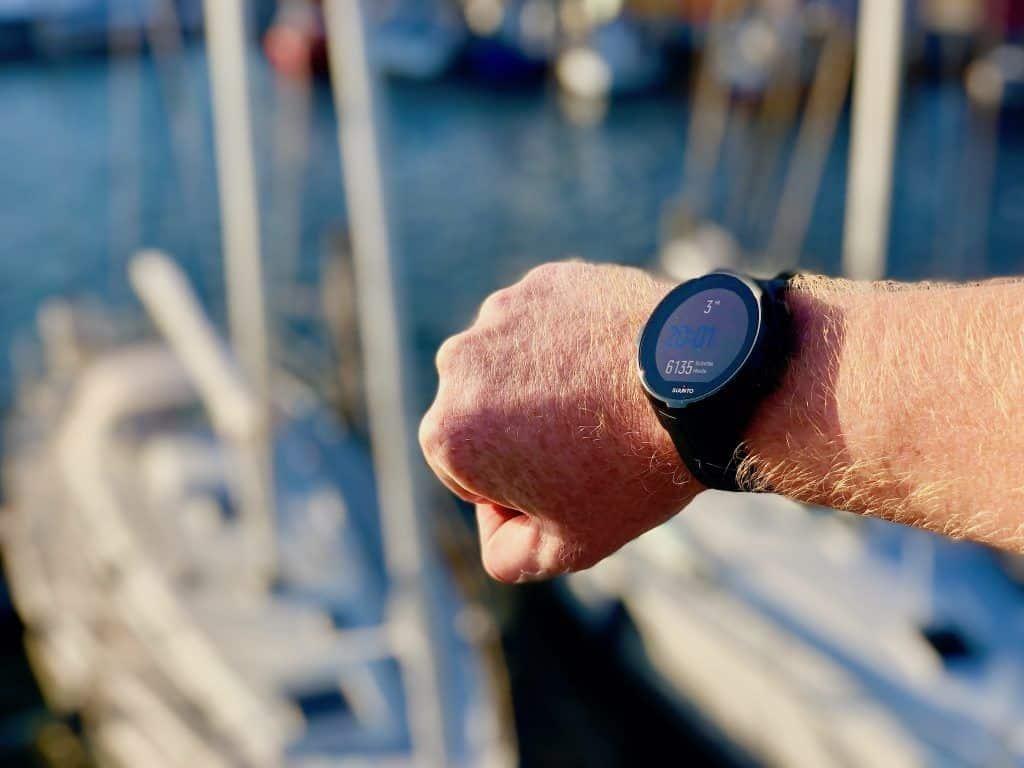 Mit der passenden multifunktionalen Sportuhr können Aktive und Sportler im Urlaub ihre Aktivitäten messen. Foto: Sascha Tegtmeyer