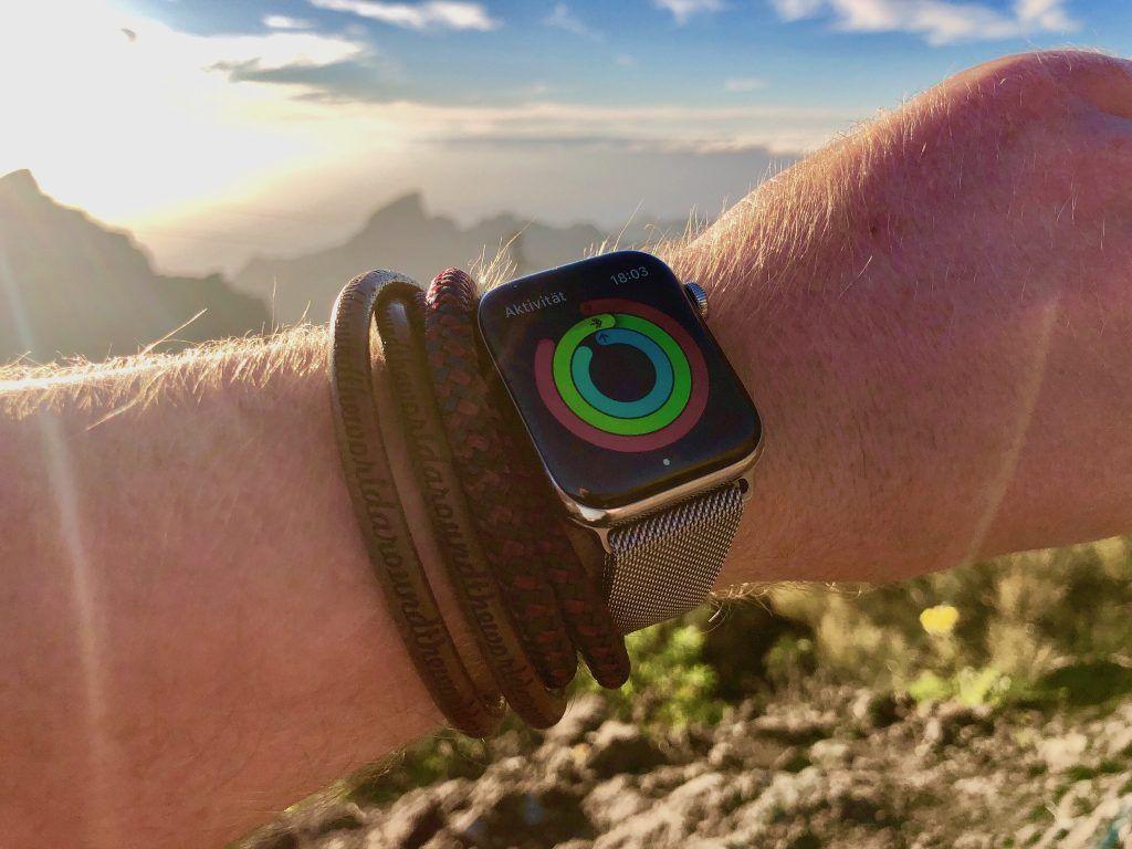 Beim Klettern zeichnen viele Smartwatches nicht nur die Aktivität auf – sie rufen bei Stürzen auch automatisch den Notruf an. Foto: Sascha Tegtmeyer