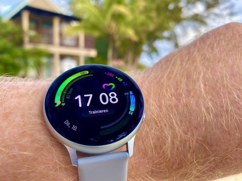 Besonders das Always-on-Display der Samsung Galaxy Watch Active 2 und die lange Akkulaufzeit haben uns auf ganzer Linie überzeugt. Foto: Sascha Tegtmeyer
