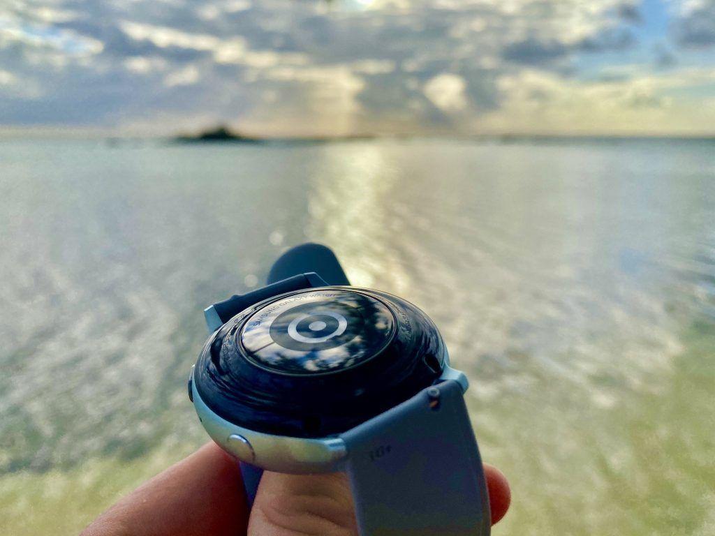 Der integrierte optische Herzsensor der Samsung Galaxy Watch Active 2 leistet ausgezeichnete Arbeit und zeichnet die Herzfrequenz zuverlässig auf. Foto: Sascha Tegtmeyer