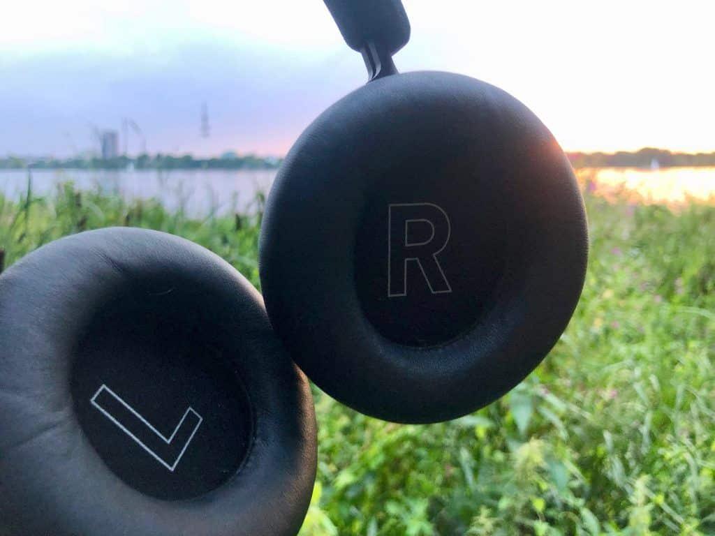 Der hochwertige Over-Ear-Kopfhörer hat bequem Ohrpolster und großzügige Ohrmuscheln. Foto: Sascha Tegtmeyer