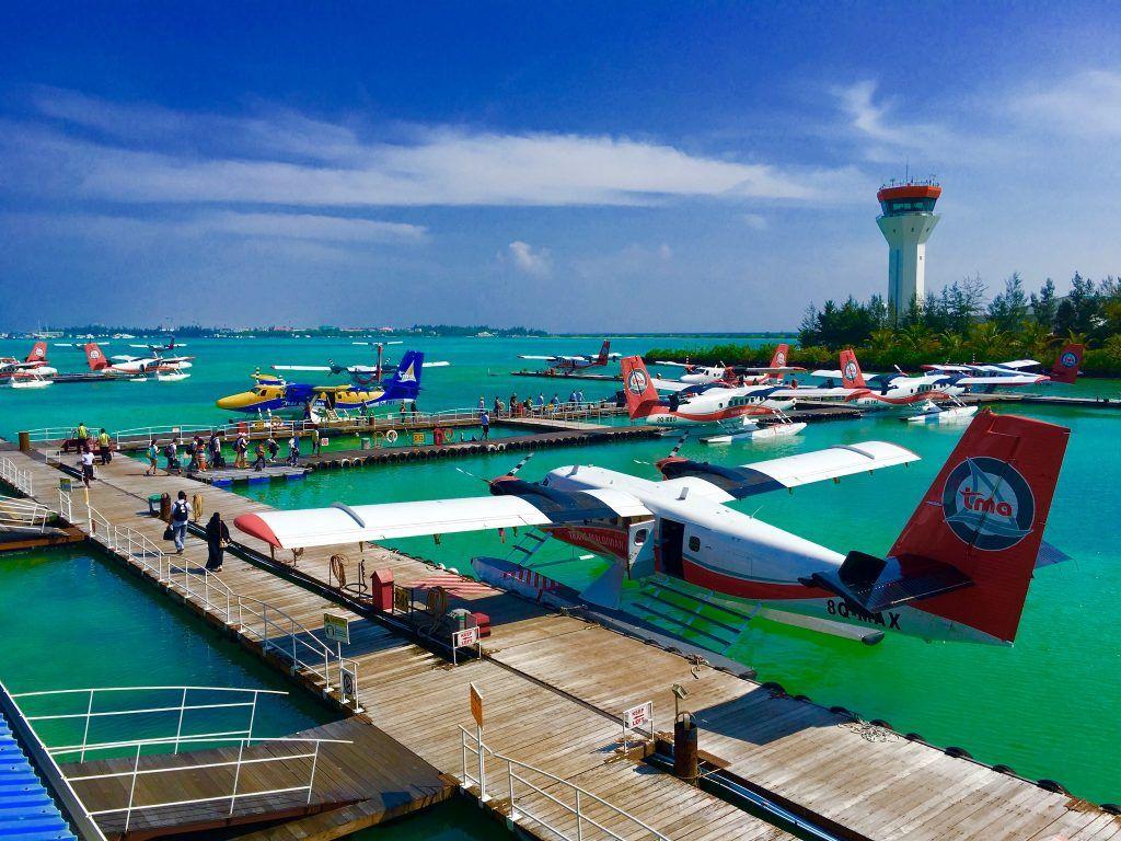 Mit dem Wasserflugzeug auf eine Malediven-Insel: vielleicht die schönste Art des Fliegens? Foto: Sascha Tegtmeyer