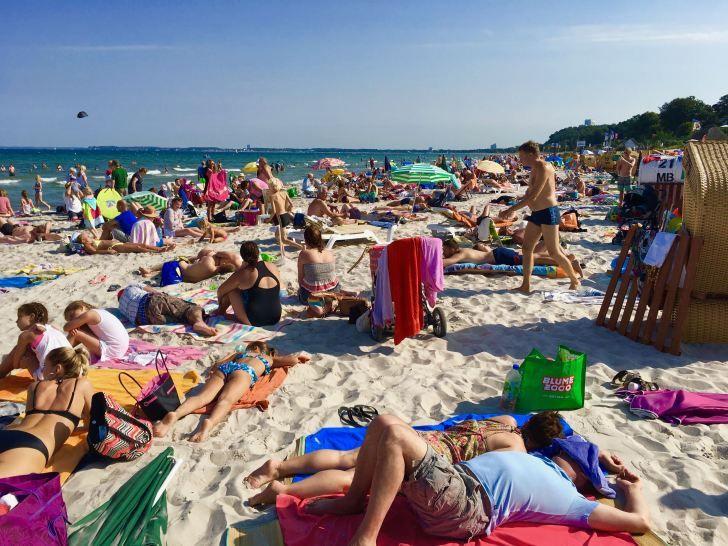 Deutschland-Reisen 2020: Solche Bilder – wie hier am Strand von Scharbeutz – dürfte es in diesem Jahr nicht zu sehen geben. Foto: Saascha Tegtmeyer