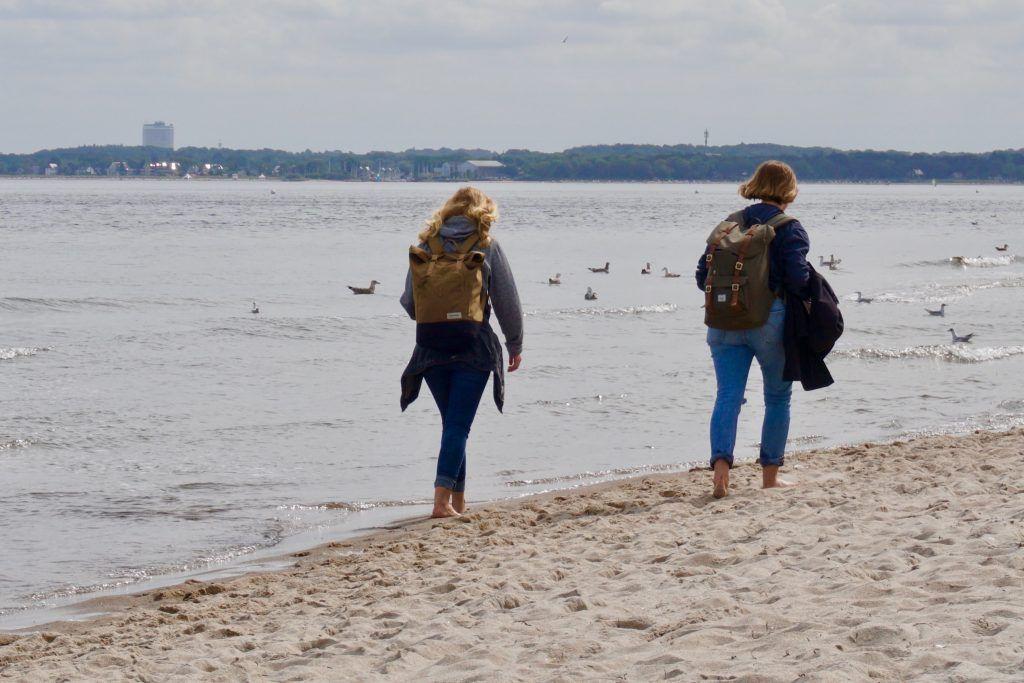 Im Urlaub legen viele Reisende etliche Kilometer am Tag zurück. Foto: Sascha Tegtmeyer