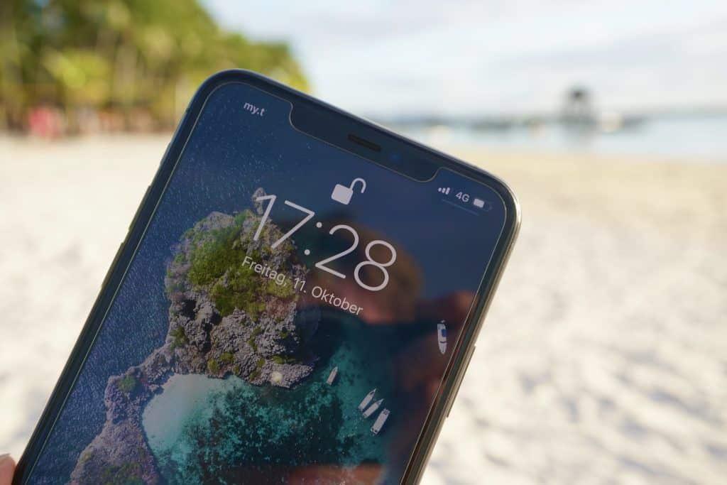 Die Vorderseite des iPhone 11 Pro Max ist praktisch identisch mit dem Vorgängermodell iPhone XS (Max). Foto: Sascha Tegtmeyer