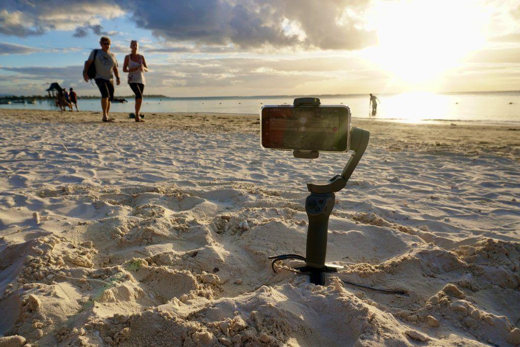 Im Kombination mit einem Smartphone-Gimbal zur Stabilisierung macht das iPhone 11 Pro nicht nur gestochen scharfe Videos – sie sind dann auch wackelfrei. Foto: Sascha Tegtmeyer