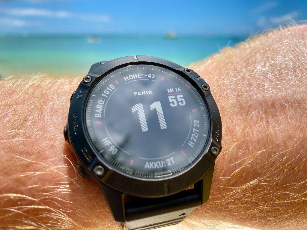 Das Standard-Watch-Face der Garmin fenix 6 Pro hält auf einen Blick eine ganze Menge Informationen bereit. Foto: Sascha Tegtmeyer