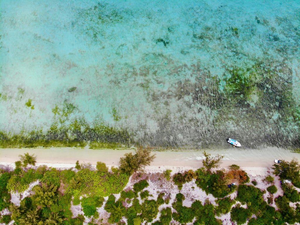 Strand der Ile aux Benitiers aus der Vogelperspektive. © Sascha Tegtmeyer