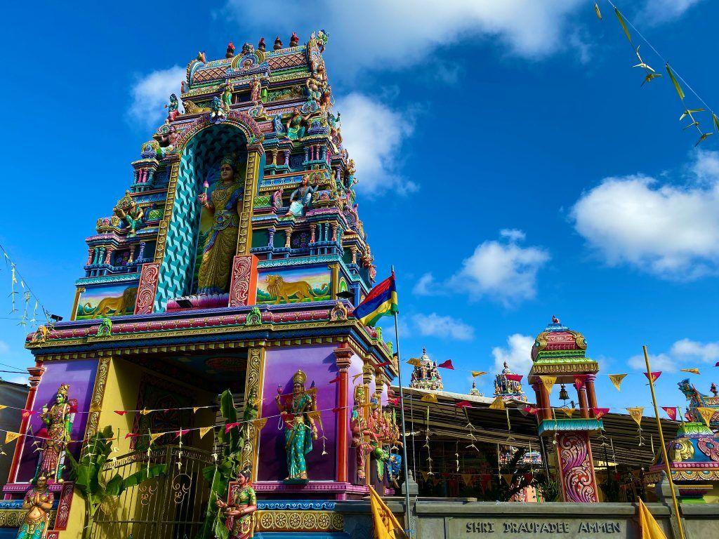 Bei einem Besuch auf Mauritius solltet Ihr auch unbedingt den ein oder anderen Hindu-Tempel besuchen. © Sascha Tegtmeyer