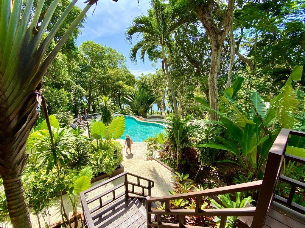 Blick von meinem Bungalow im Baan Krating Resort: das Krating Kap ist der südlichste Zipfel von Phuket. Foto: Sascha Tegtmeyer