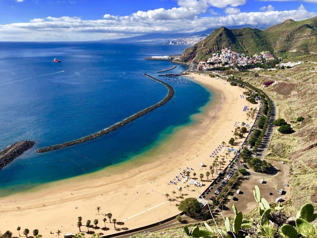 Strand auf den Kanaren: die Kanarischen Inseln sind vulkanischen Ursprungs und haben deshalb nicht allzu viele Sandbuchten – die wenigen sind deshalb nicht weniger schön. Foto: Sascha Tegtmeyer