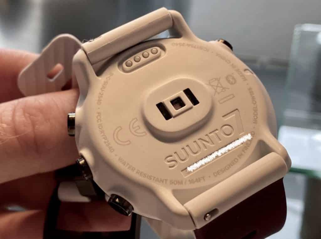 Der optische Herzfrequenzsensor sitzt auf der Unterseite der Suunto 7: Im Test hat er präzise Daten geliefert. Foto: Sascha Tegtmeyer