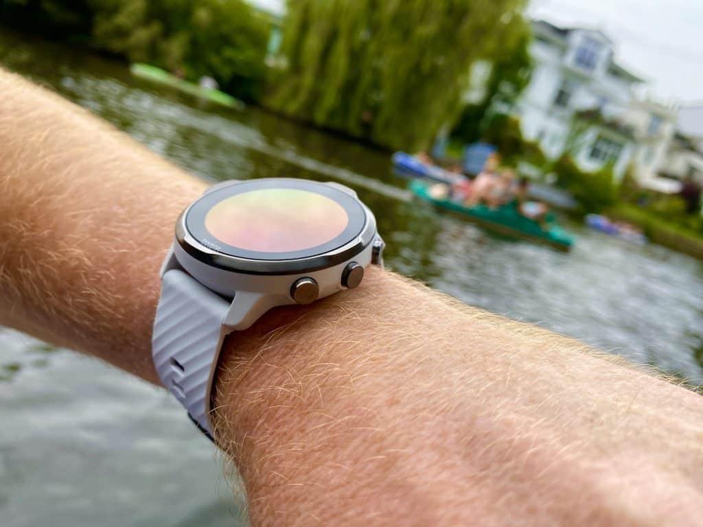 Stimmiges Gesamtbild: In meinem Suunto 7 Test habe ich die Smartwatch im Alltag, beim Joggen und beim Stand Up Paddling getestet. Foto: Sascha Tegtmeyer